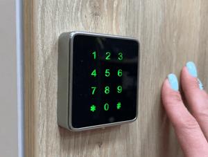 Шкафы для хранения личных вещей сотрудников с сейфовым замком